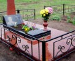 Плитка на кладбище из красного гранита