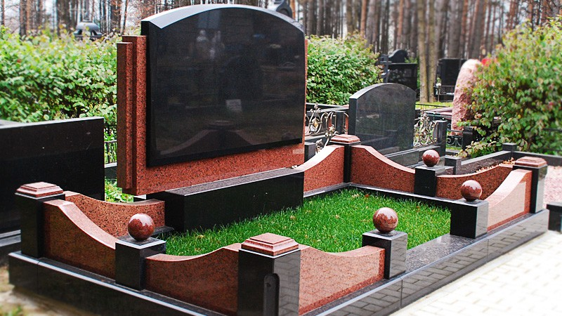 Семейный памятник на могилу из гранита