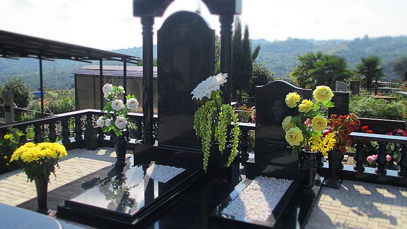 Фото вазы на кладбище