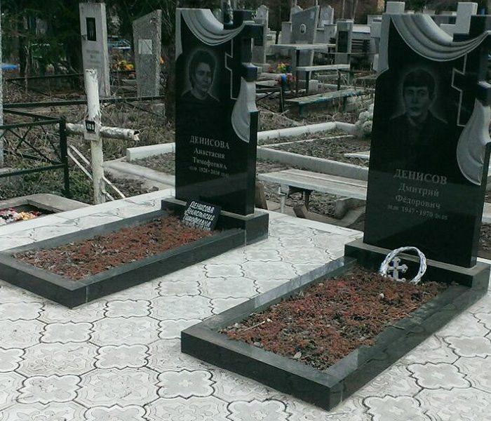 Цветник из гранита на могилу, несомненно, придаст особенную изысканность и позволит облагородить место захоронения близкого человека.