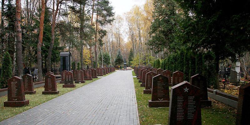 Изготовление элитных комплексов на Востряковском кладбище в Москве. Гранитный комплекс с установкой на Востряковском кладбище от завода-изготовителя.