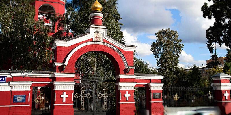 Изготовление элитных комплексов на Алексеевском кладбище в Москве. Компания Траст Гранит готова воплотить в реальность любую идею в мемориальной композиции.