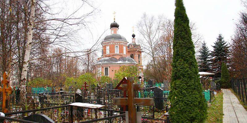 Изготовление элитных памятников на Черневском кладбище в Москве. Гранитный комплекс с установкой на Черневском кладбище от завода-изготовителя.