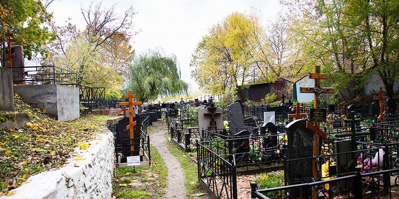 Изготовление элитных комплексов на Капотненском кладбище в Москве. Гранитный комплекс с установкой на Капотненском кладбище от завода-изготовителя.