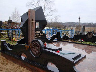Изготовление элитных памятников из гранита на кладбище в Москве