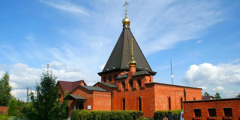 Изготовление элитных памятников на кладбище Ракитки в Москве. Гранитный комплекс с установкой на кладбище от завода-изготовителя.