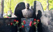 Изготовление мемориальных комплексов на Троекуровском кладбище в Москве. Гранитный комплекс с установкой на Троекуровском кладбище от завода-изготовителя.