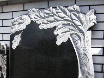 Памятник с деревом на могилу