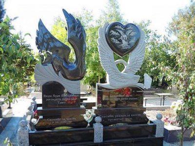 Памятник с голубем, лебедем на могилу