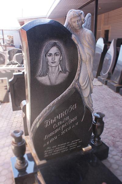 Памятник Скорбящая мать на могилу