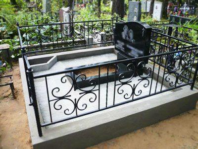 Бетонный цоколь на могилу