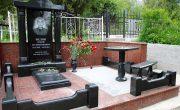 Клин - изготовление памятников. В нашей компании можно заказать не только памятник из гранита, но и ограду, цветники, цоколи, столики, лавочки, вазы.