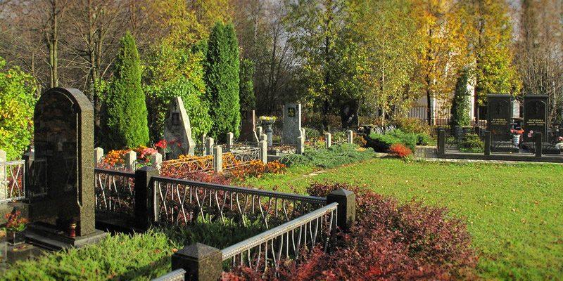 Изготовление элитных комплексов на Анкудиновском кладбище в Москве. Проектированием мемориального комплекса занимаются профессиональные скульпторы.