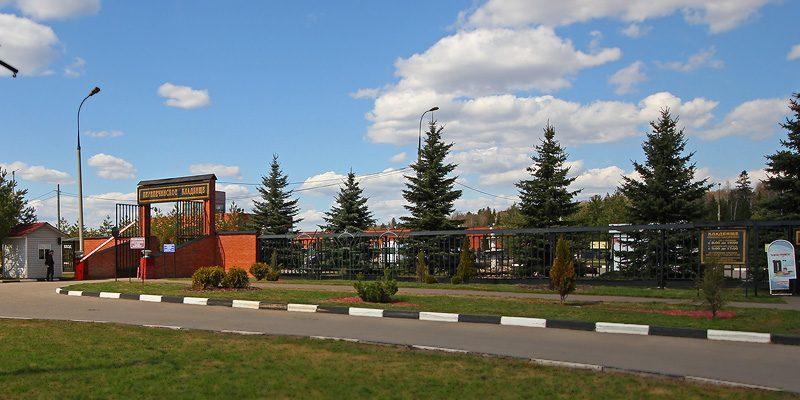 Изготовление элитных памятников из гранита на Перепечинском кладбище в Москве. Гранитный комплекс с установкой на Орловском кладбище от завода-изготовителя.