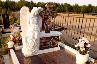 Памятник с ангелом на могилу